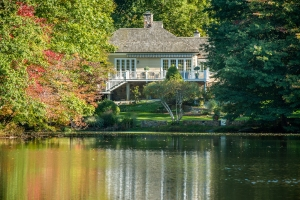 Spectacular Lakefront Property!